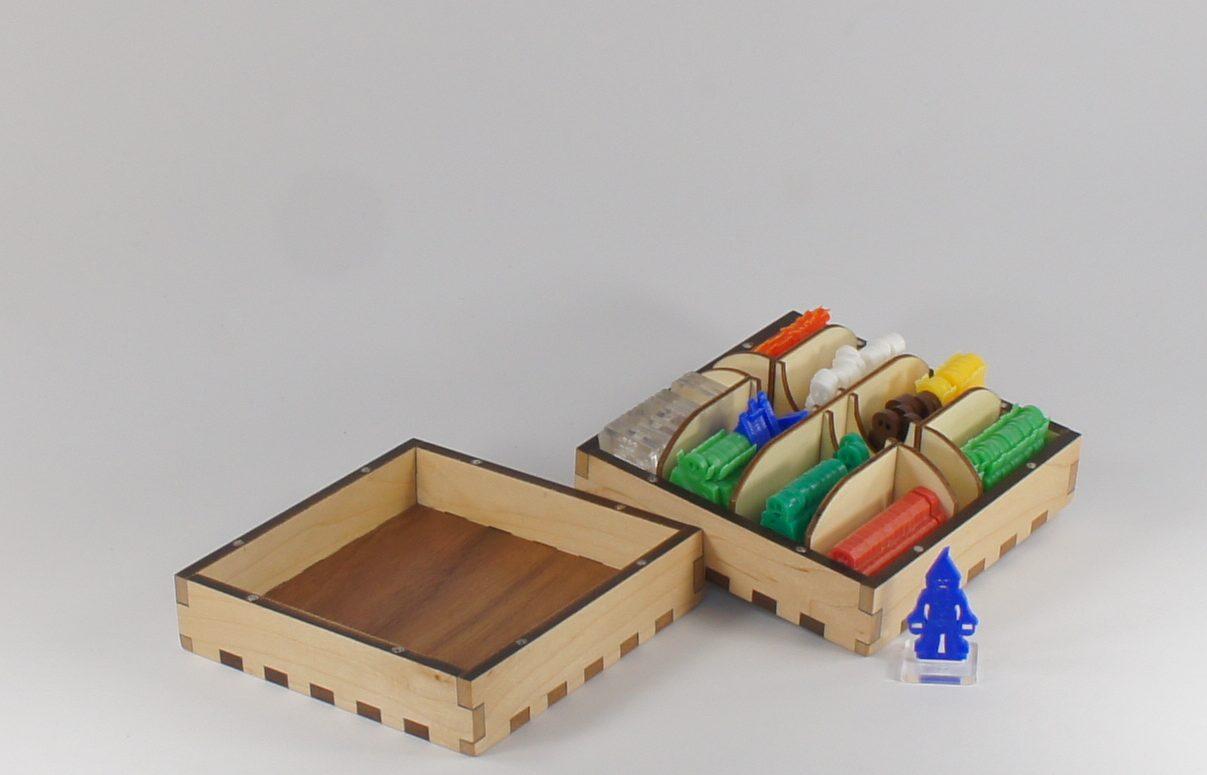 Explorer - 2D Dungeon Flat Pack Miniatures Large Box - Maple Wood